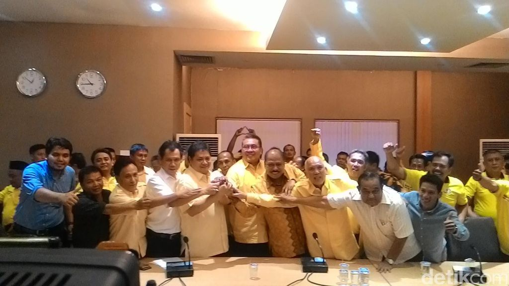 Airlangga dan Indra Bambang Utoyo Daftar Caketum Golkar