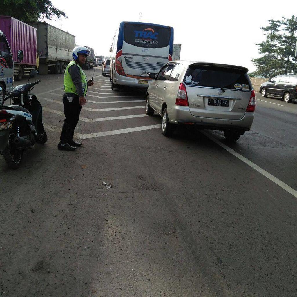 Volume Kendaraan di Tol Cikampek arah Bandung dan Cirebon Meningkat