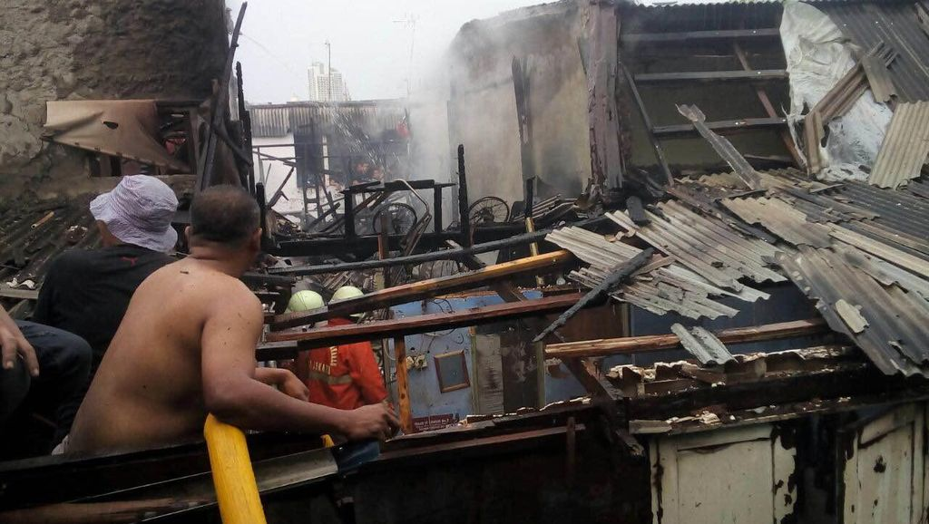 Tabung Gas Meledak, 2 Rumah di Pademangan Jakut Ludes Terbakar