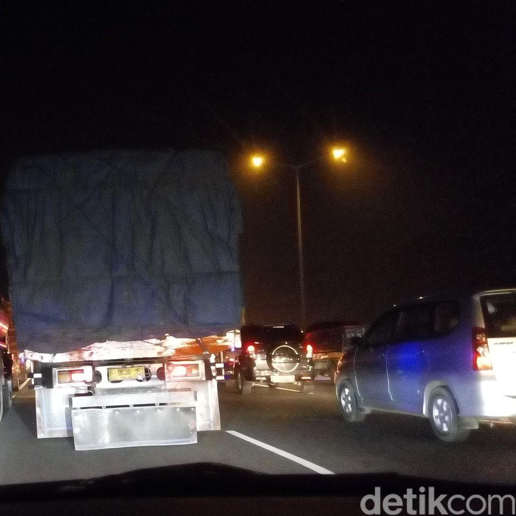 2 Bus Alami Gangguan di Tol Bekasi, Lalu Lintas ke Cikampek Masih Macet