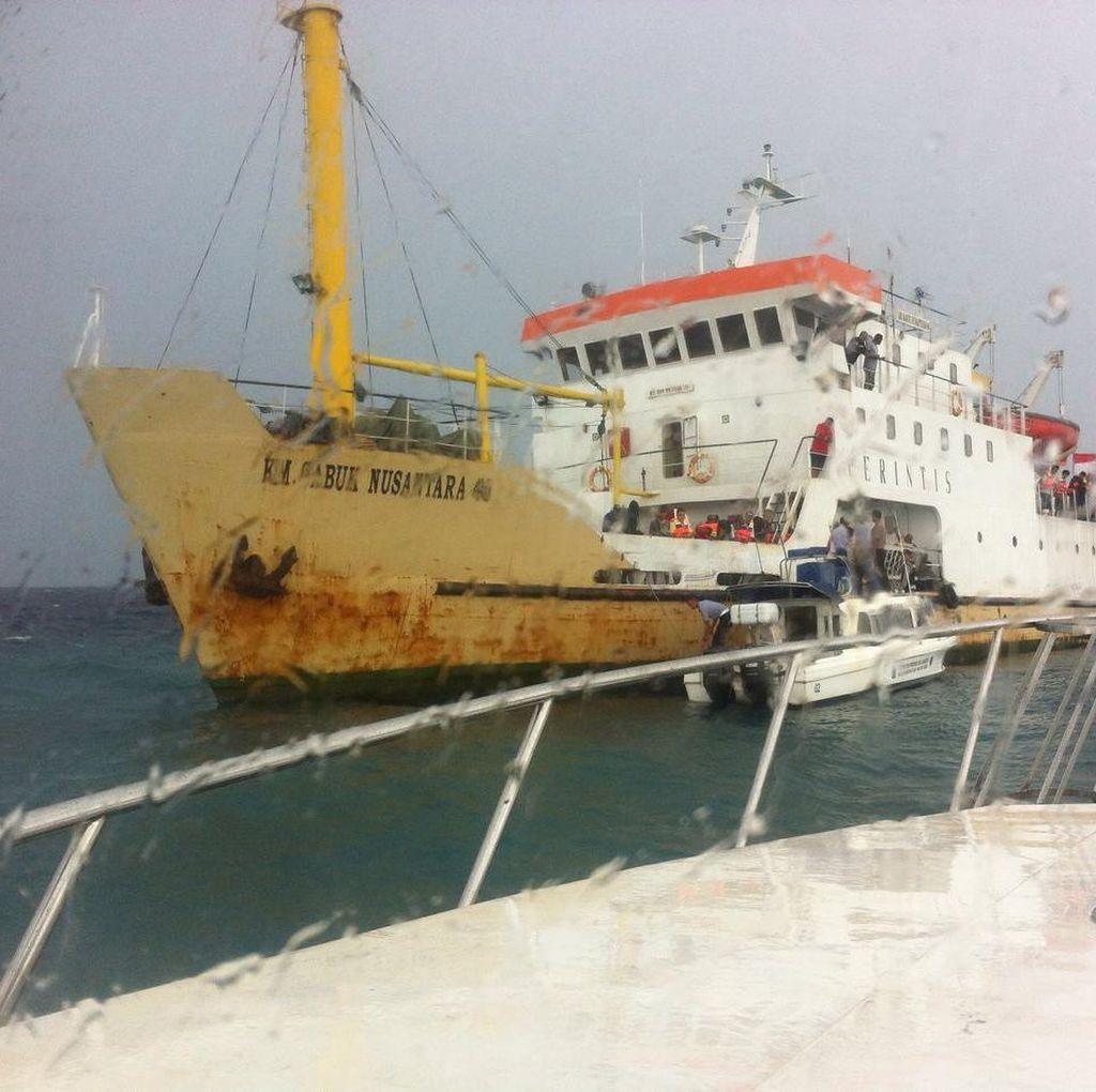 Kapal Sabuk Nusantara 46 Berpenumpang 115 Orang Kandas di Kep Seribu