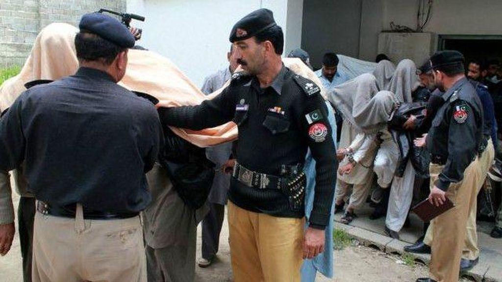 Remaja Perempuan Pakistan Dibakar karena Bantu Teman Lari dengan Kekasih