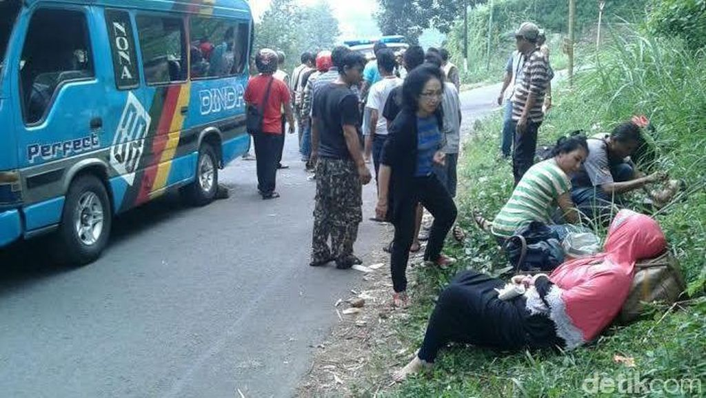 Minibus Peziarah Kecelakaan di Jalur Trawas-Prigen, 8 Orang Luka
