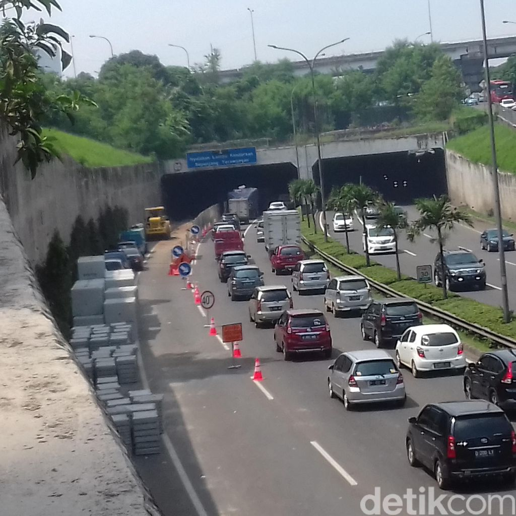 Ada Perbaikan Jalan di Terowongan, Tol Pasar Rebo arah TMII Macet 5 Km