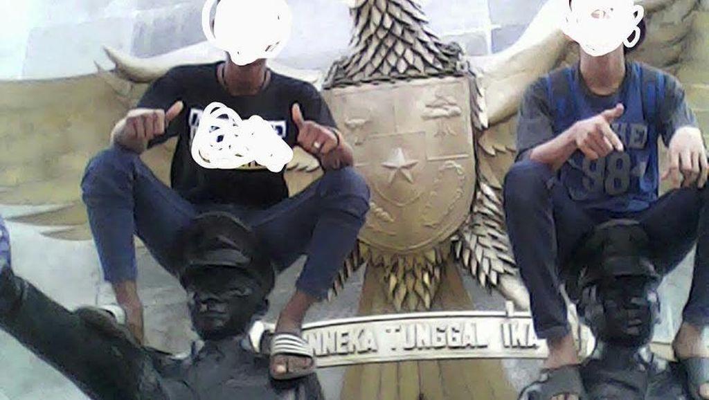 Ini Alasan Abege di Simalungun Foto Injak Patung Pahlawan: Untuk Kenang-kenangan
