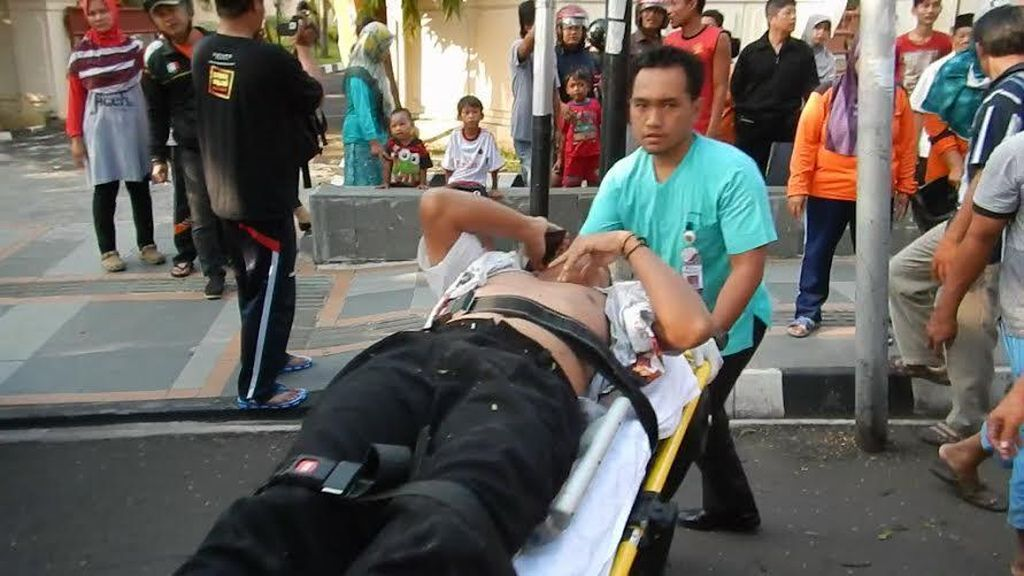 Seorang Guru Luka Parah Tertimpa Dahan Pohon di Semarang
