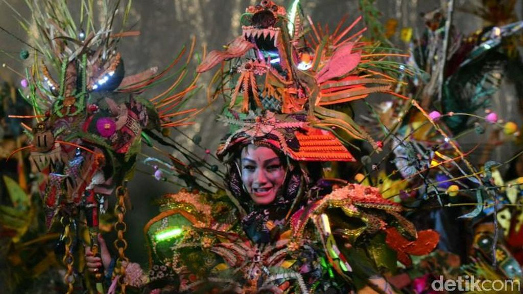 Meski Hujan Deras, Semarang Night Carnival Dibanjiri Wisatawan