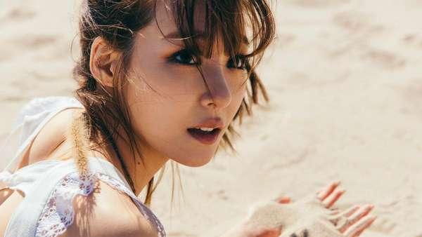 Tiffany SNSD Happy dan Seksi di Atas Pasir