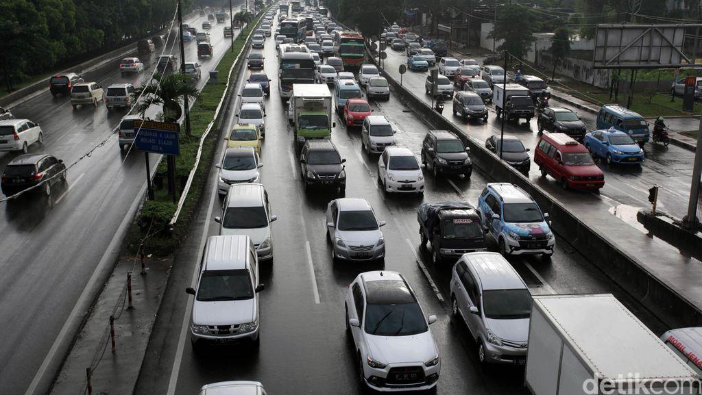 Ruas Tol Jagorawi Cimanggis arah Jakarta Macet Hingga 9 Kilometer