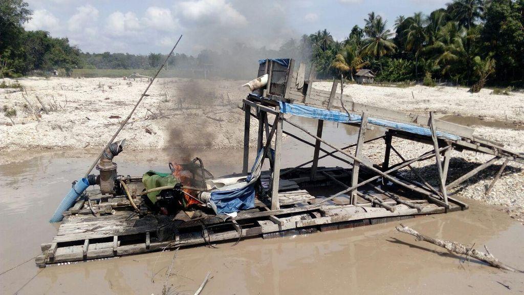 Polisi Musnahkan Alat Penambangan Emas Ilegal di Riau