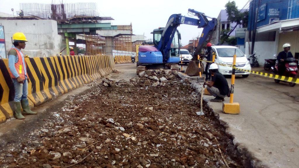 Jalan Rusak di Kalimalang Mulai Diperbaiki, Tapi Masih Banyak Jalan Berlubang