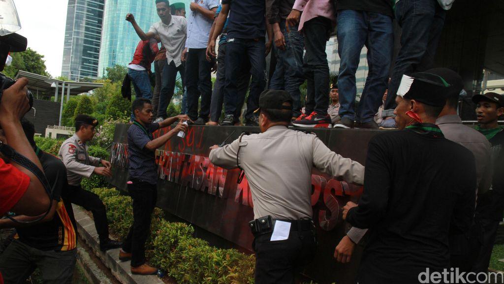 Polisi Telah Periksa Sejumlah Saksi Terkait Demo Ricuh KPK