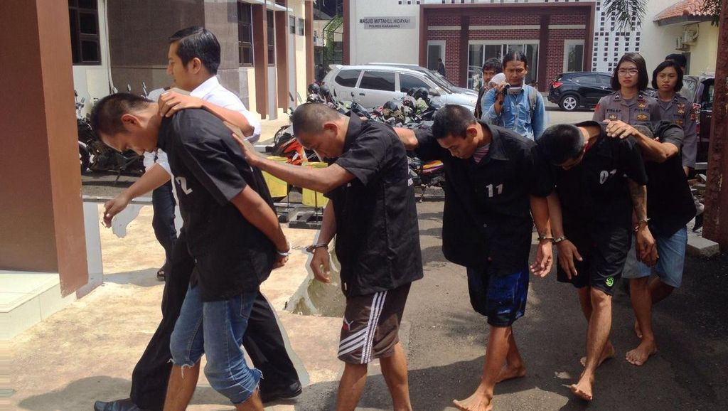 Setelah Memperkosa, 5 Pria di Karawang ini Rampas Motor dan Harta Korban
