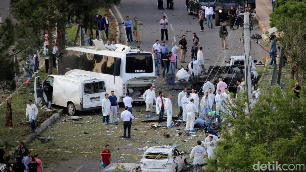 Kendaraan Lapis Baja Polisi Dihantam Bom Mobil di Turki, 3 Orang Tewas