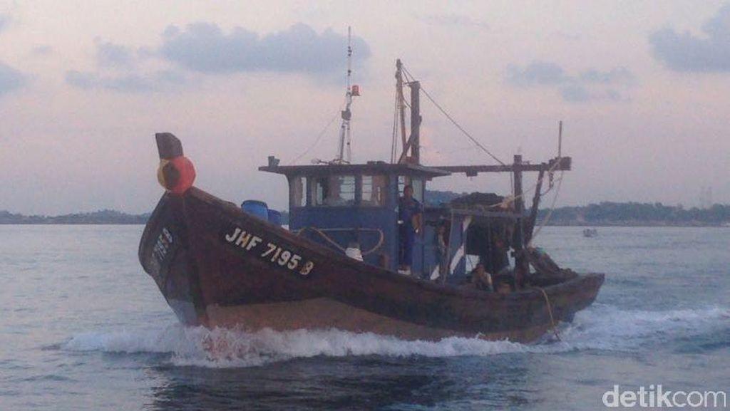 Polisi Tangkap Kapal Ikan Malaysia yang Curi Ikan Pakai Pukat Harimau