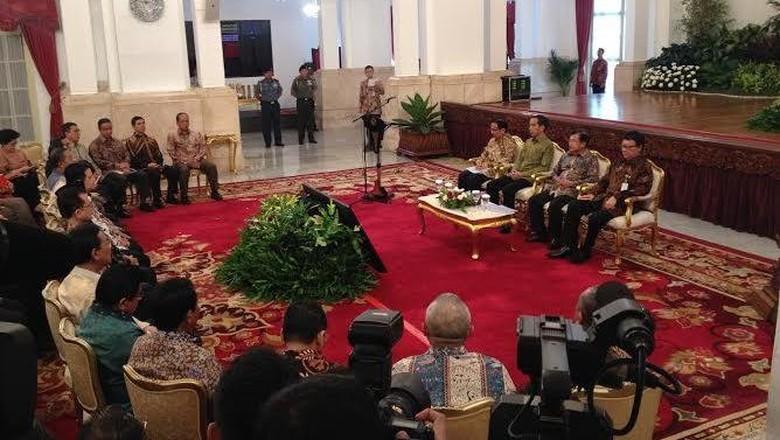 Jokowi Kumpulkan Menteri dan Gubernur se-Indonesia di Istana Negara