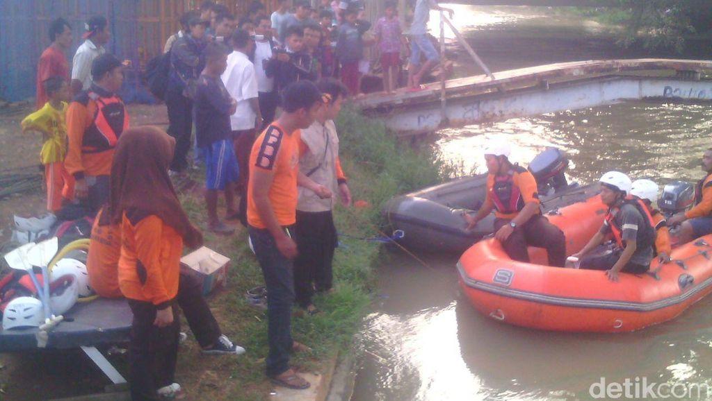 Loncat dari Atas Jembatan, Bocah 12 Tahun Hanyut di Kali di Bekasi
