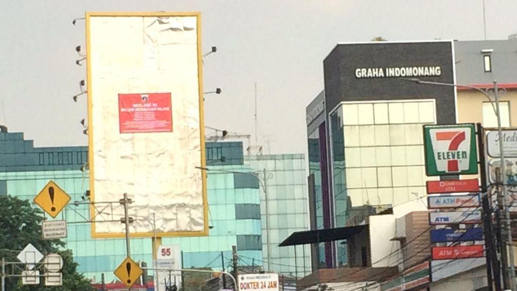 Reklame Hasnaeni Wanita Emas di Warung Buncit Jaksel Dicopot