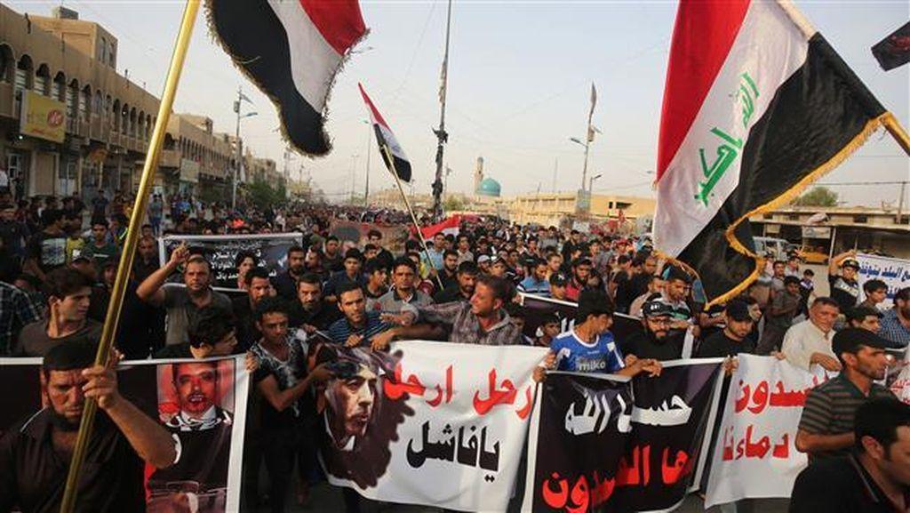Ratusan Warga Irak Demo Memprotes Pemerintah Atas Rentetan Serangan ISIS