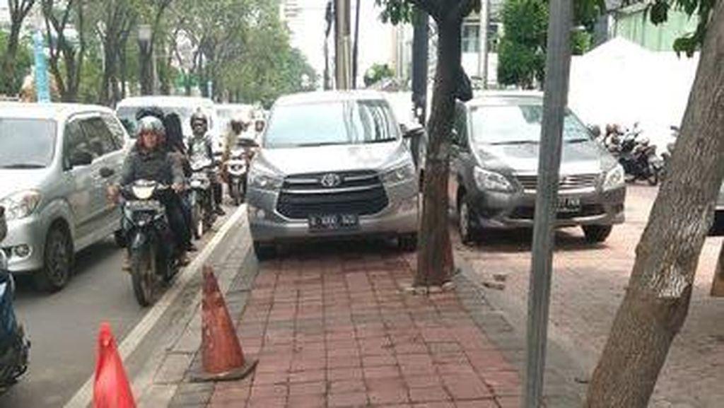 Curhat Warga Soal Trotoar di Jl Tomang Raya yang Berubah Jadi Tempat Parkir