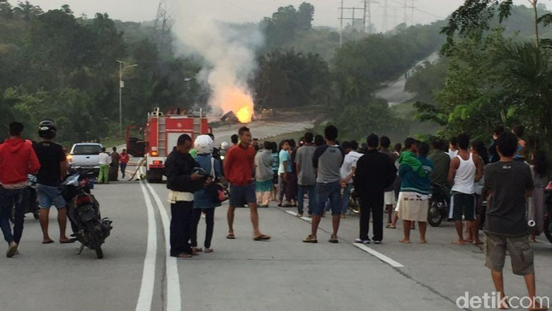 Pipa Chevron di Riau Ditabrak Truk Tronton, 1 Orang Luka Bakar