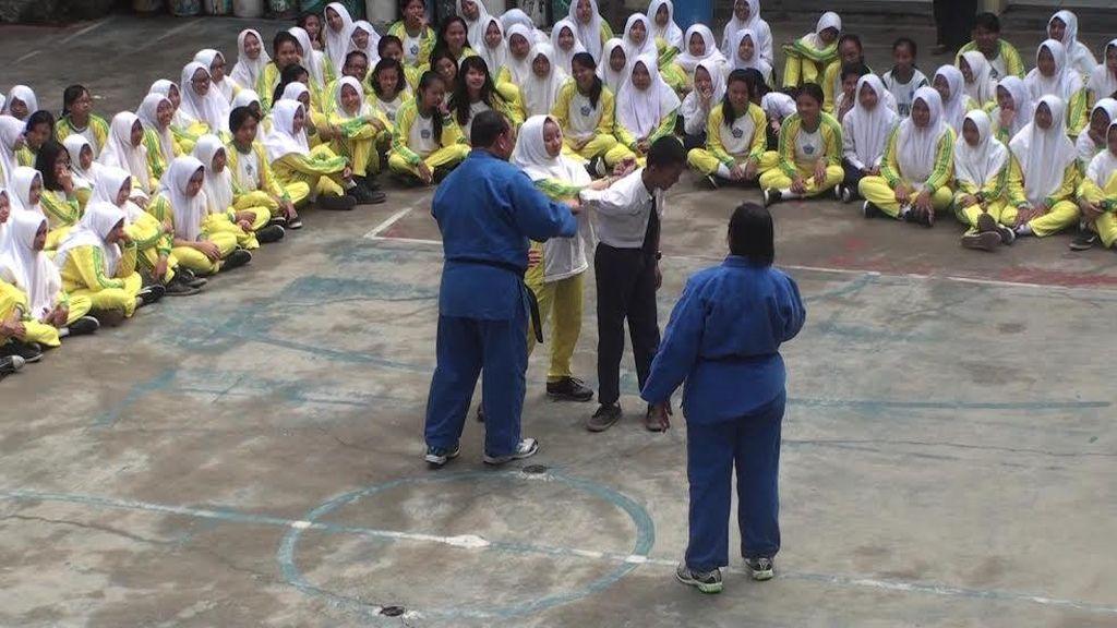 Cegah Jadi Korban Kekerasan Seksual, Polisi Beri Pelatihan Bela Diri pada Siswi SMP