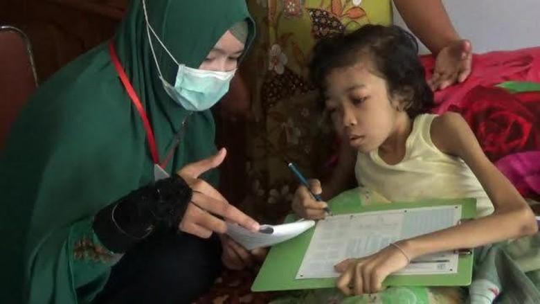 Siswi SD Penderita Kanker Tulang Semangat Ikut Ujian Nasional