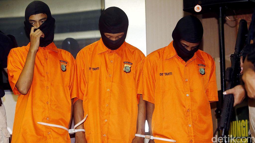 Rekan Kerja dan Warga Gelar Tahlilan untuk Eno di Mess Pabrik