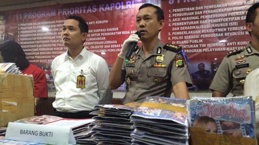 Jelang Puasa, Polisi Sita 10 Ribu Keping Cakram Porno di Glodok