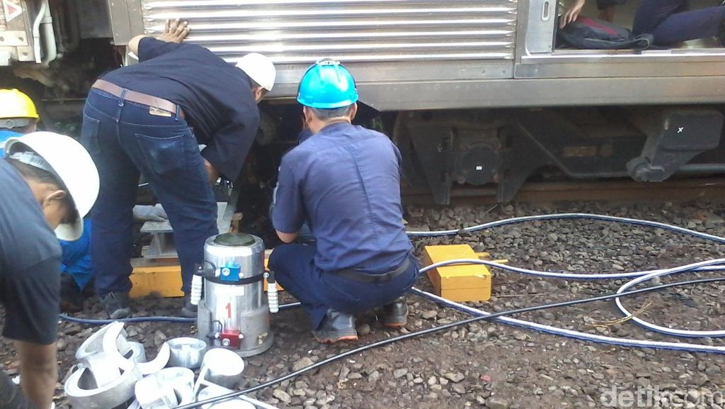 Evakuasi Selesai, Jalur KRL Manggarai-Tanah Abang Kembali Dibuka