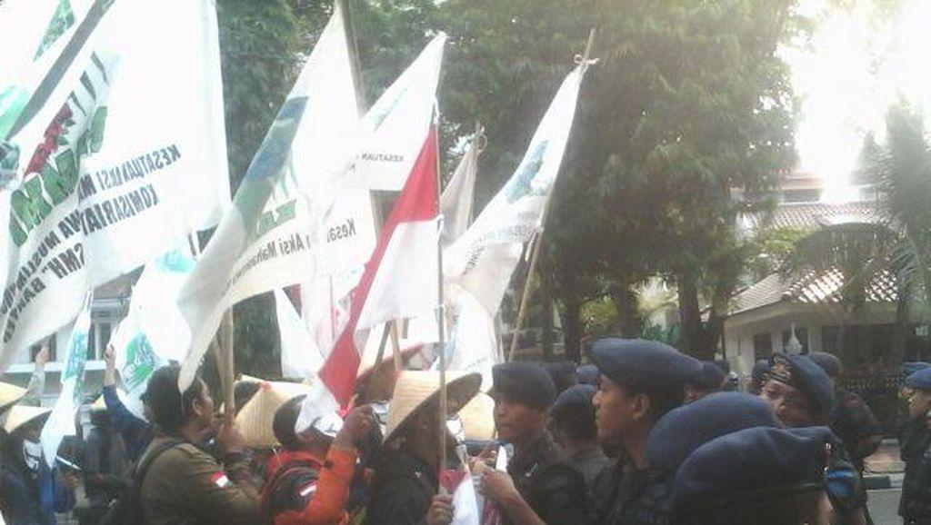 Massa KAMMI Gabung dengan BEM se-Indonesia, Lalin Sekitar Istana Macet