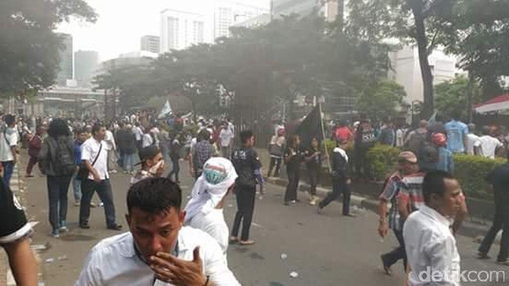 Demo Ricuh di KPK, Polisi Sita 4 Busur Anak Panah dan Tiang Bendera dari Besi