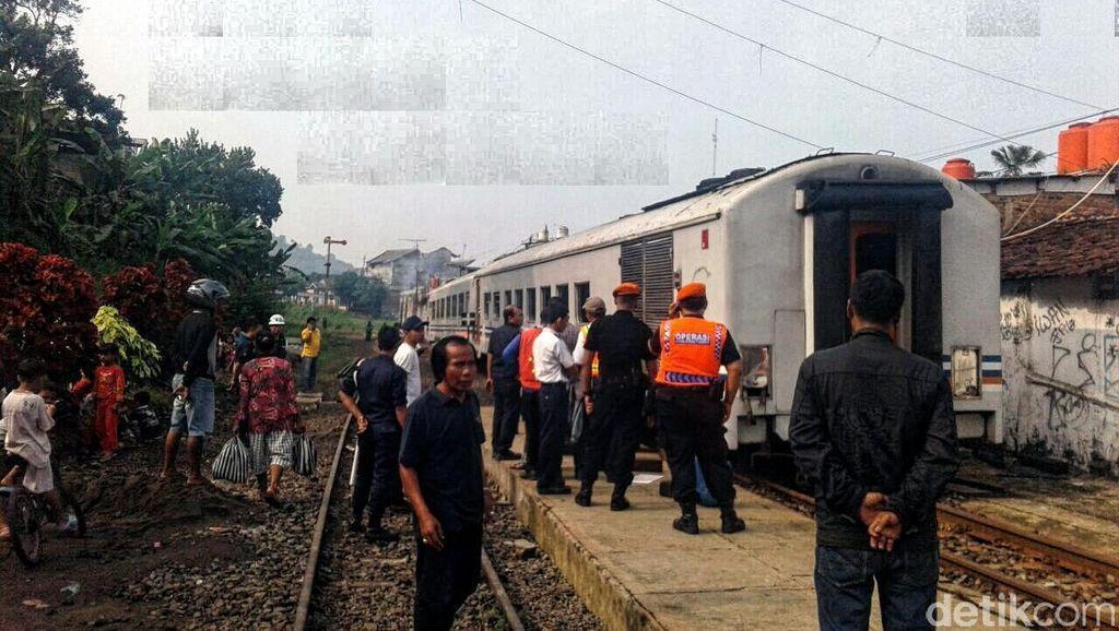 KA Pangrango Anjlok di Stasiun Cibadak, Penumpang Panik
