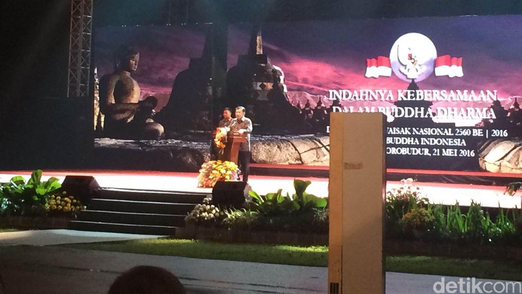 Wapres JK Hadiri Peringatan Waisak di Pelataran Candi Borobudur