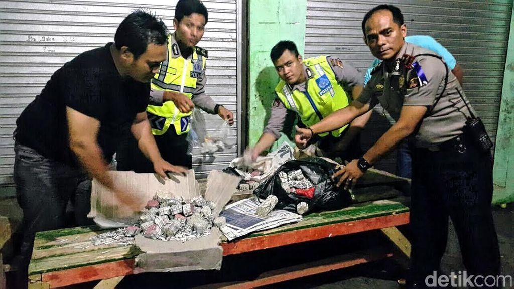 Ribuan Butir Petasan dan Puluhan Botol Miras Diamankan Polisi di Sukabumi
