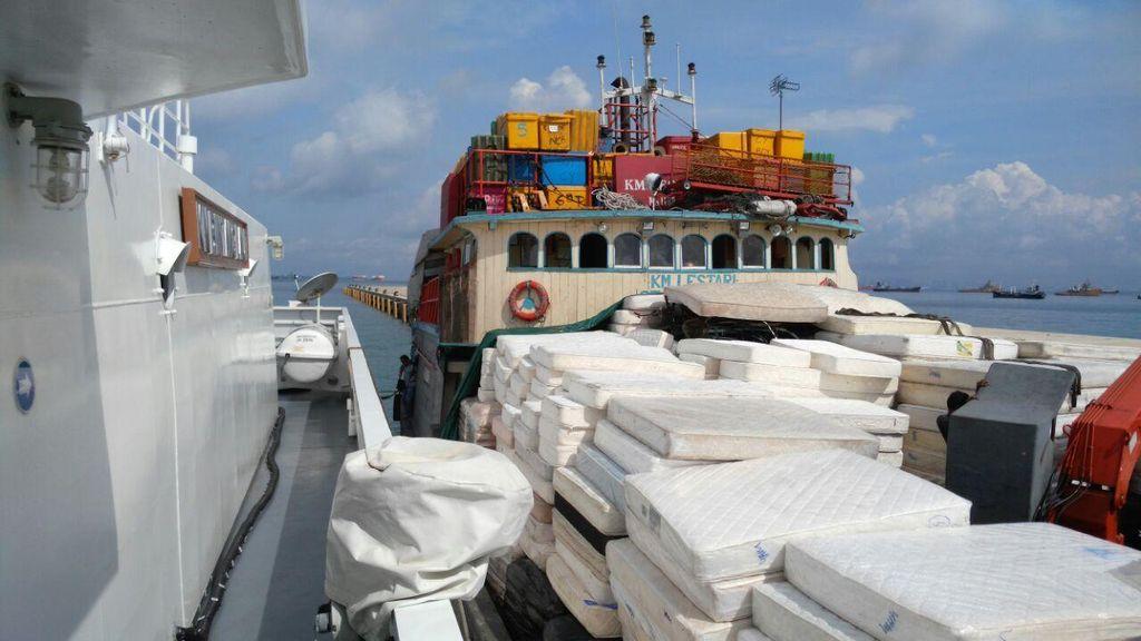 Diduga Selundupkan Seribu Drum Aspal, Kapal dari Singapura Ditangkap Bakamla