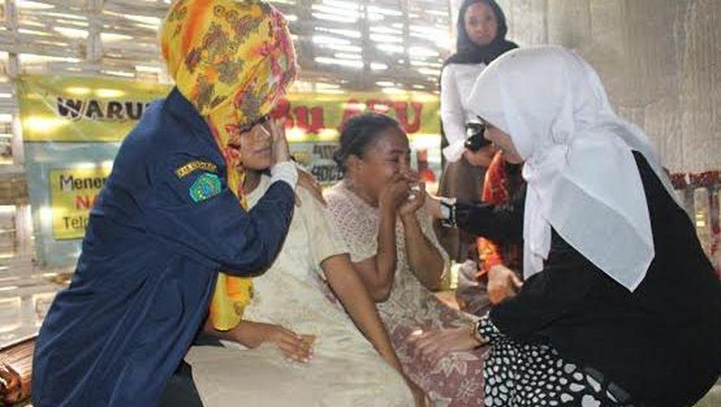 Mensos Khofifah Kunjungi Korban Perkosaan Hamil 8 Bulan di Sidoarjo