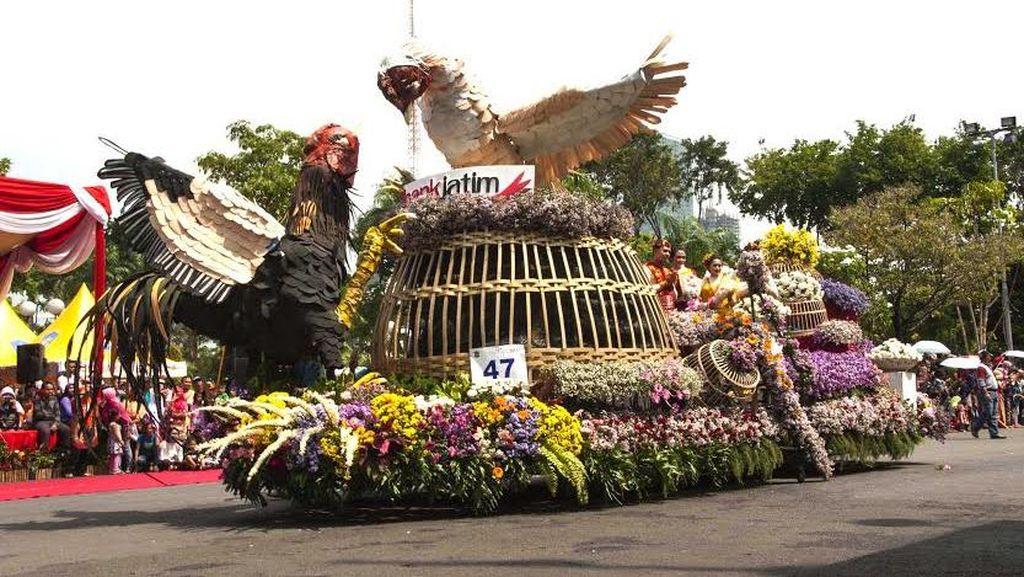 Warga Surabaya antusias Saksikan Parade Budaya dan Pawai Bunga