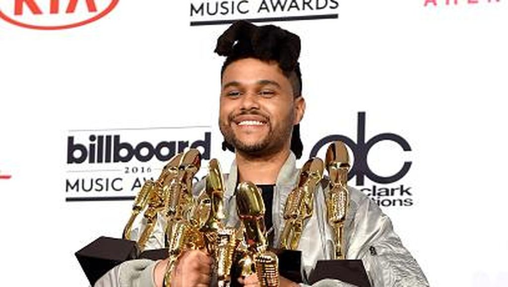 Berkat Beauty Behind the Madness, The Weeknd Diganjar 2 Rekor Dunia