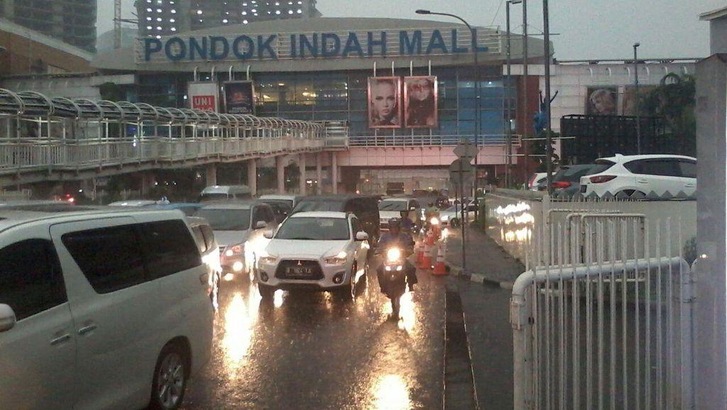 Usir Pemotor Berteduh, 6 Satpam Jaga di Kolong Jembatan Pondok Indah Mall
