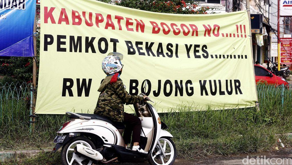 Spanduk Keinginan Warga Kabupaten Bogor Pindah ke Bekasi
