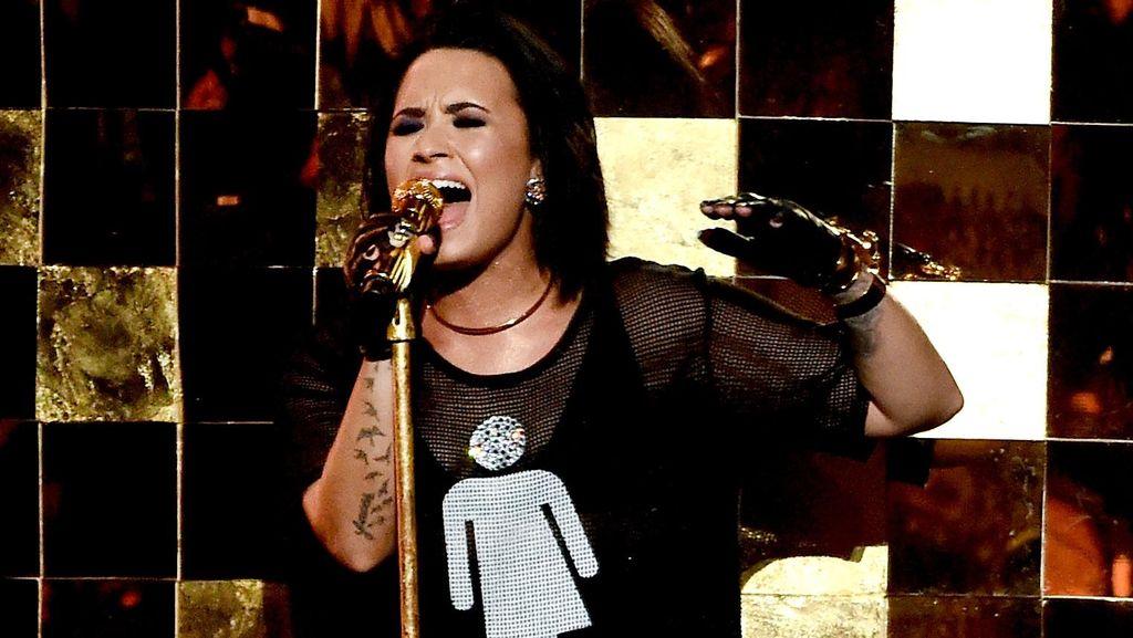 Hindari Haters, Demi Lovato Tinggalkan Instagram dan Twitter