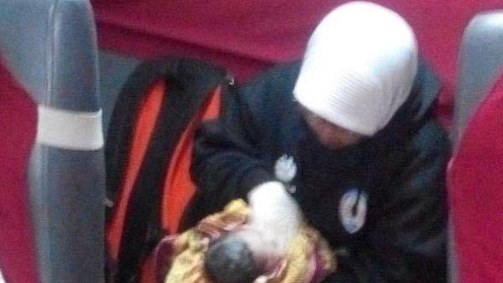 Wanita ini Melahirkan Bayi Perempuan di Kereta Menuju ke Malang