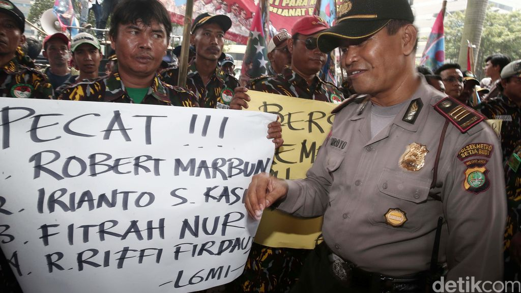 Aksi Desak Pengusutan Kasus Korupsi di Kementerian PUPERA