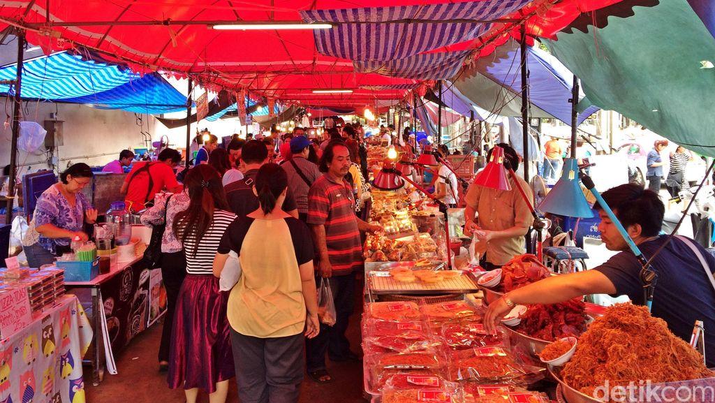 Melihat Keramaian Pasar Chatuchak Bangkok