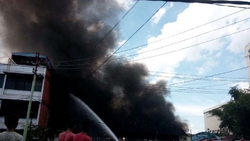 Restoran Pujasera di Pekanbaru Terbakar Hebat, Pengunjung Berhamburan