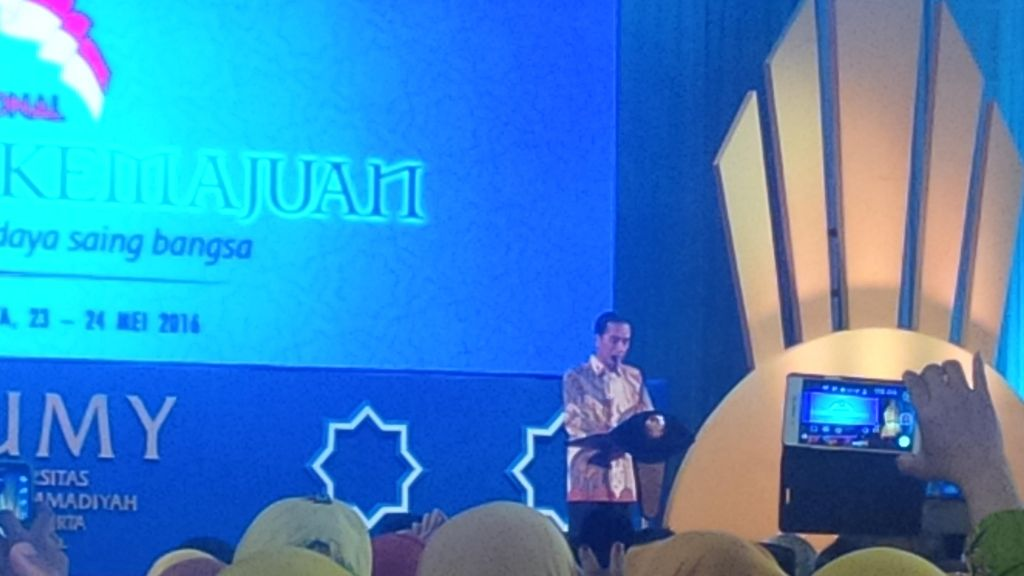 Buka KNIB di Yogyakarta, Jokowi Teken Prasasti Capaian Muhammadiyah