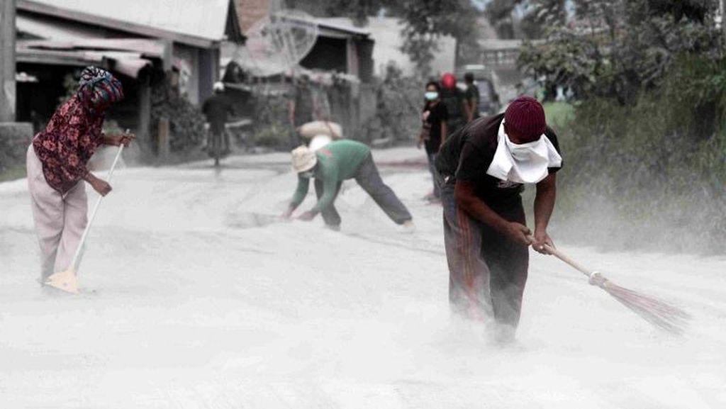 BNPB: Potensi Letusan Disertai Awan Panas dari Gunung Sinabung Masih Tinggi