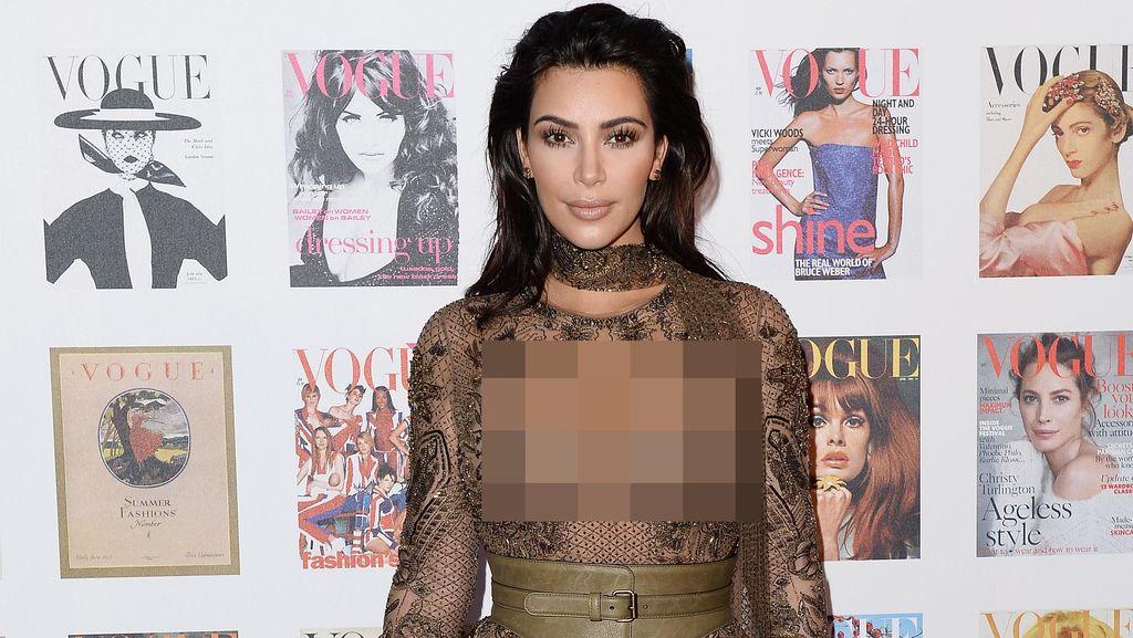 Kim Kardashian Seksi Bergaun Transparan di Ajang Vogue 100 Festival
