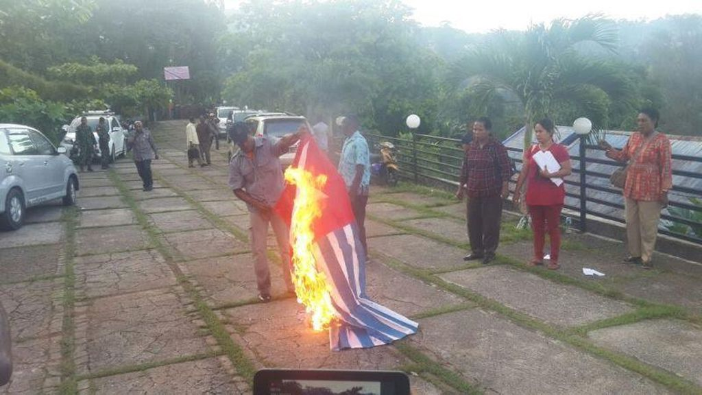 Bendera Bintang Kejora Dibakar di Jayapura